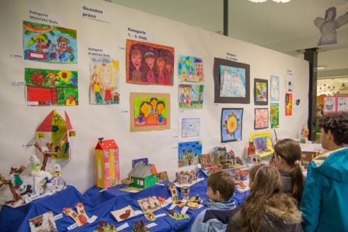 20151205 - 5. třída - Úspěchy našich žákyň ve výtvarné soutěži Domov