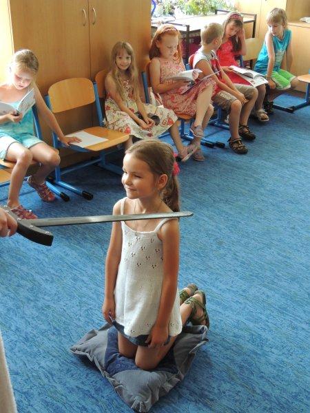 20130621 - 1. třída - SVÁTEK SLABIKÁŘE - pasování na čtenáře