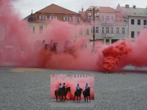 20120608 - Prváci byli v knihovně a prezentaci integrovaného zásahového systému na Dnu s policií ČR v Uherském Hradišti