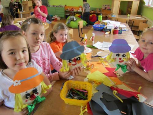 20120201 - Školní družina vyrábí