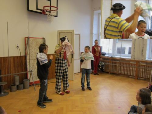 20120123 - Klaun a kouzelník Bimbo v naší škole