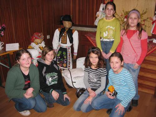 Návštěva výstavy krojovaných panenek v Tupesích